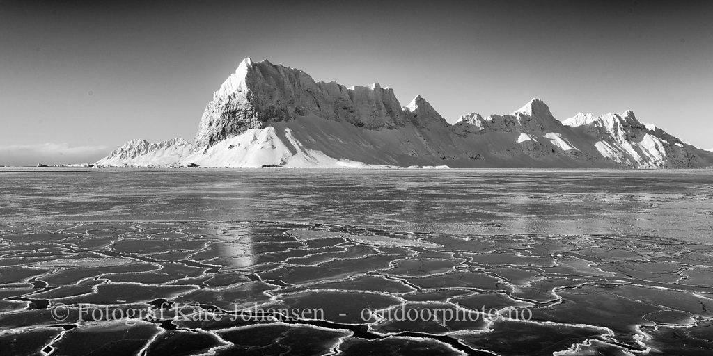 Ny fjordis utenfor Luciakammen