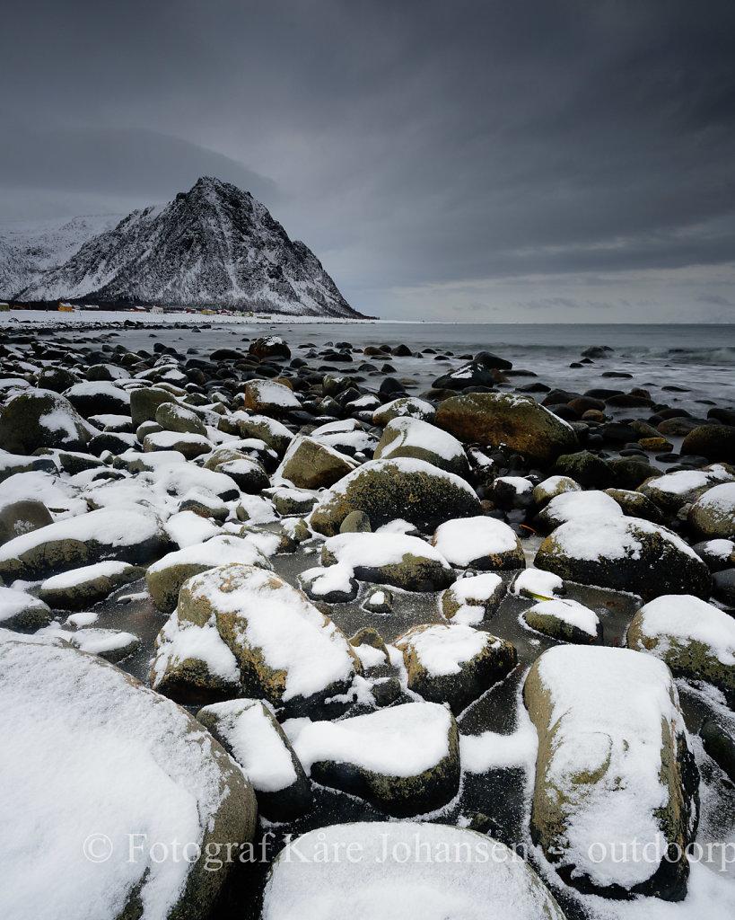 Rullestein stranda på Nøss  etter en snøbyge